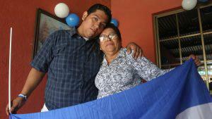Hansel Vasquez (L), one of 50 opposition prisoners released under a c