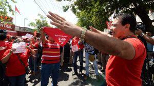Seguidores de Ortiz y Valencia se enfrentan ante falta de resultados de elecciones internas del FMLN