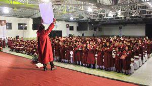Amigos y compañeros rinden homenaje en el día de su graduación a Joselyn Abarca, víctima de feminicidio