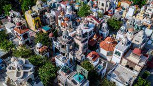Los millonarios y espectaculares mausoleos de los narcotraficantes en México