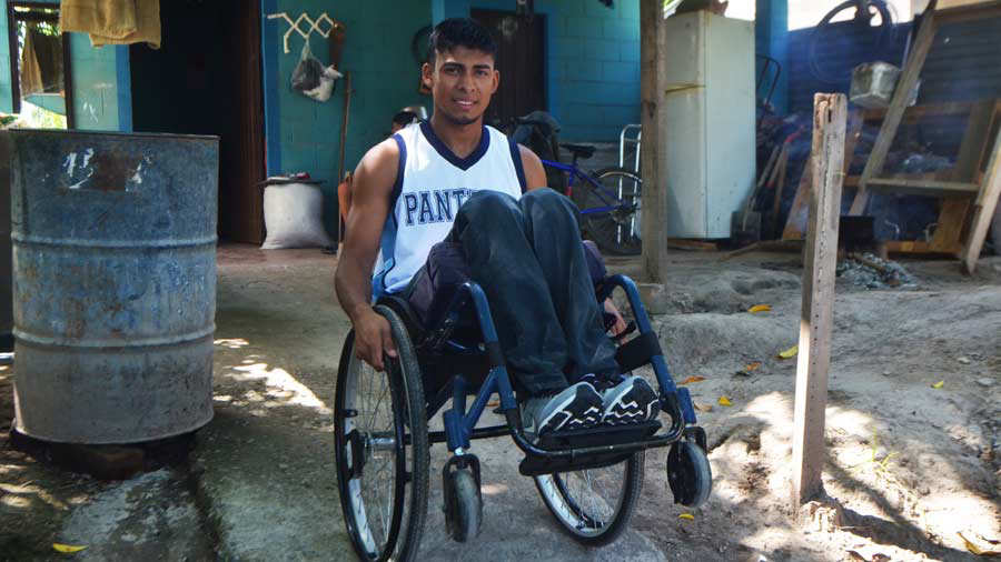 Atleta de lanzamiento de jabalina Daniel Alfaro