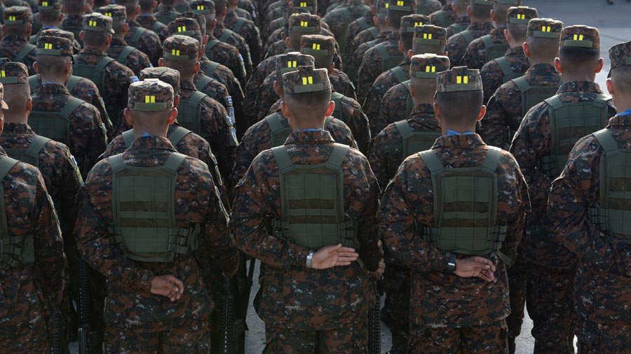 Fuerza-Armada-presenta-a-mil-nuevos-soldados-01