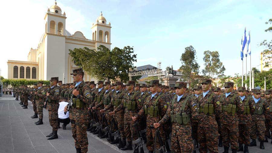 Fuerza-Armada-presenta-a-mil-nuevos-soldados-010