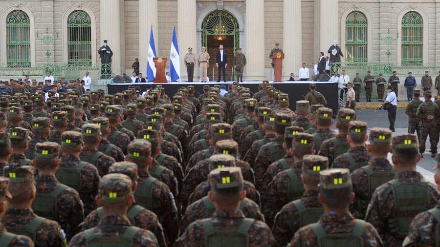 Fuerza-Armada-presenta-a-mil-nuevos-soldados-011