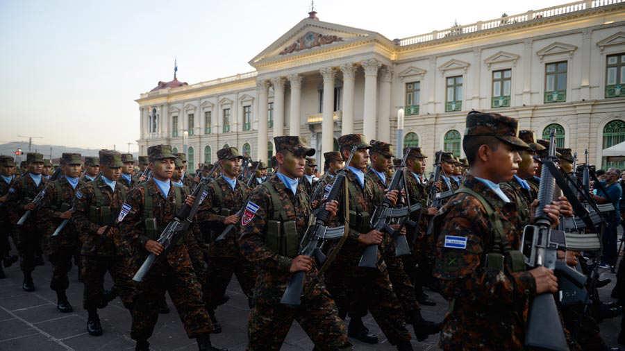 Fuerza-Armada-presenta-a-mil-nuevos-soldados-012