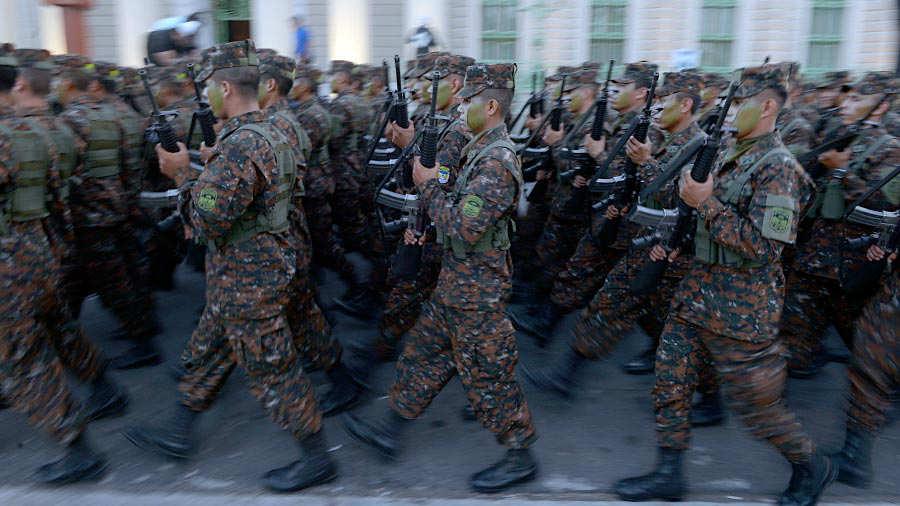 Fuerza-Armada-presenta-a-mil-nuevos-soldados-013