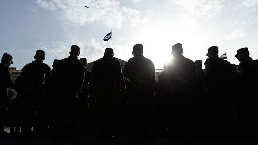 Fuerza-Armada-presenta-a-mil-nuevos-soldados-015