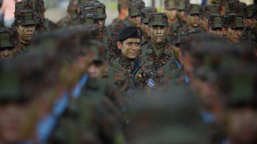 Fuerza-Armada-presenta-a-mil-nuevos-soldados-02