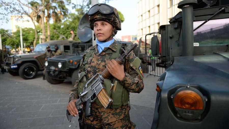 Fuerza-Armada-presenta-a-mil-nuevos-soldados-03