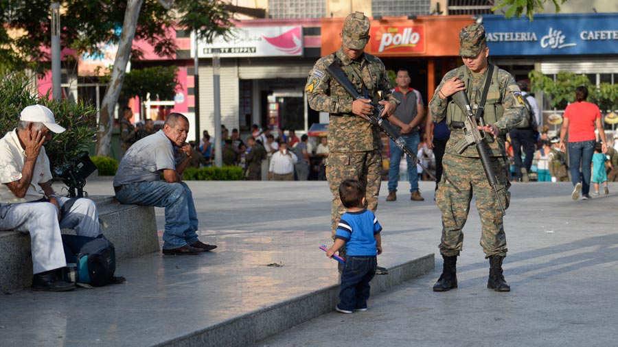 Fuerza-Armada-presenta-a-mil-nuevos-soldados-05