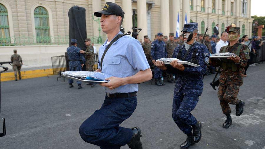 Fuerza-Armada-presenta-a-mil-nuevos-soldados-08