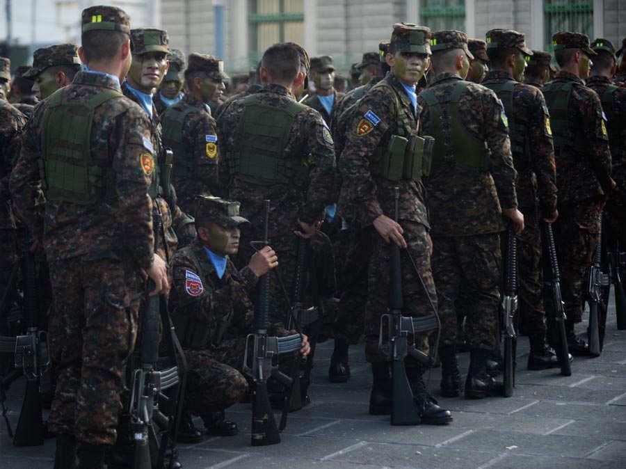 Fuerza-Armada-presenta-a-mil-nuevos-soldados-09