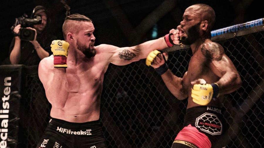 Referee suspendió pelea de MMA por 'exceso de sangre'