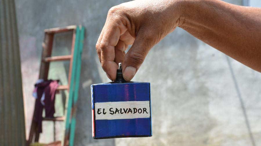 Pintor-de-botellas-Ahuachapán-011