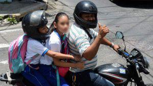 Proponen multar con $57.14 a motociclistas que lleven a niños menores de 8 años
