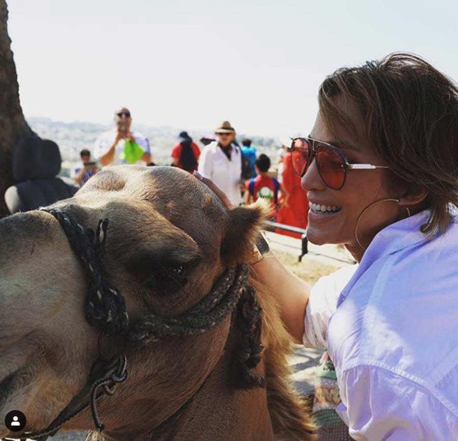 Jennifer Lopez ora en el Muro de los Lamentos en Jerusalén
