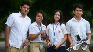 Jóvenes del club de robótica de Soyapango representarán a El Salvador en la olimpiada mundial en Dubai