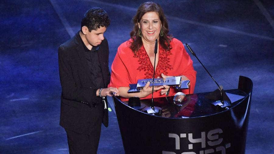 Silvia Grecco recibió el premio 'aficionado FIFA'