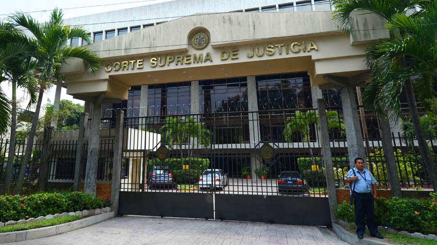 La Comisión de Jueces entrevistó a las primeras ternas esta semana y el lunes continuará con otras. Foto EDH / Archivo