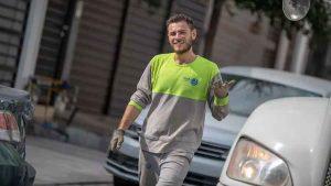 """Recolector de basura en Monterrey """"enciende"""" las redes sociales por su atractivo"""