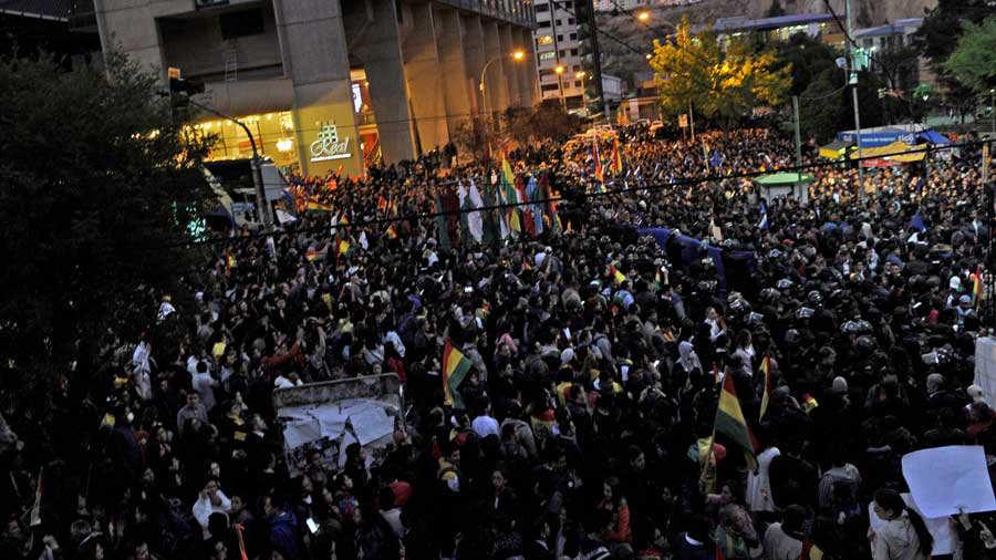 Resultado de imagen para violencia tras elecciones en Bolivia