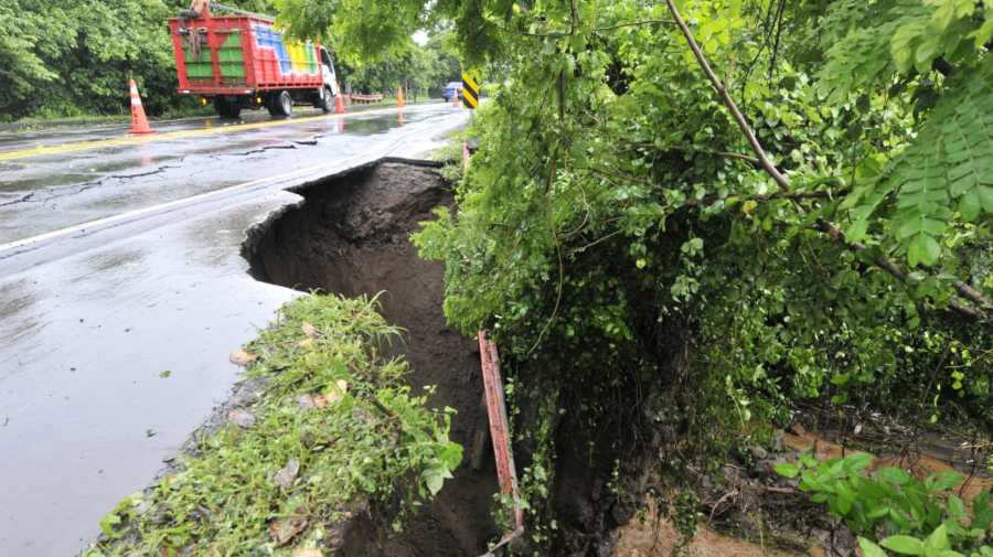 Un fallecido, dos desaparecidos, daños en redes de abastecimiento de agua y daños en carreteras por lluvias