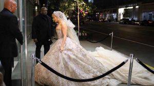 A sus 50 años Jennifer López se viste de novia otra vez