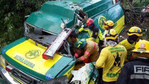 Paciente muere al accidentarse ambulancia que lo trasladaba al hospital