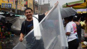 Las fuertes lluvias no frenaron el espíritu laborioso de los salvadoreños