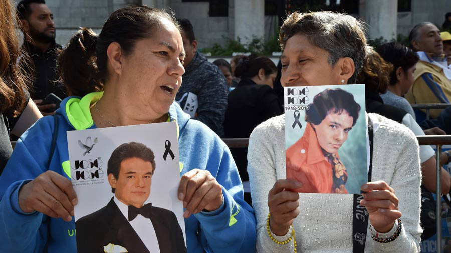 Fans pay tribute to late Mexican singing legend Jose Jose as the hear