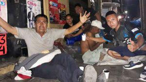 La Barra Brava de Alianza ayudó con ropa y alimentos a los más necesitados