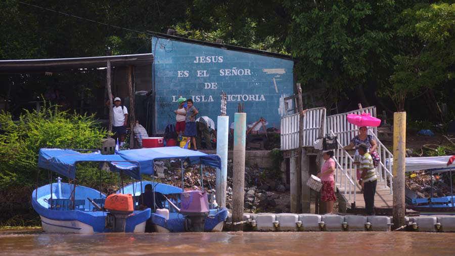 La Isla Tasajera se encuentra el municipio de San Luis de la Herradura, Turismo