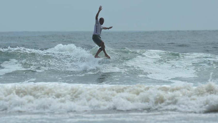 Amado de Jesús Alvarado obtuvo puntuación perfecta a pesar de surfear con una lesión - elsalvador.com