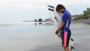 Bryan Pérez comparte sus secretos antes de surfear