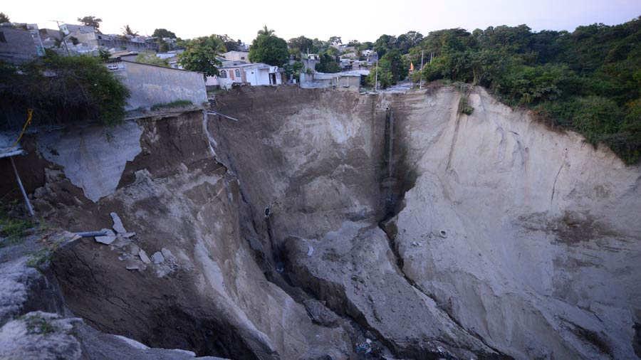 Casa se desploma en la cárcava de la Santa Lucía, Ilopango - elsalvador.com