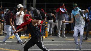 Imágenes de los disturbios entre policías y manifestantes en Colombia