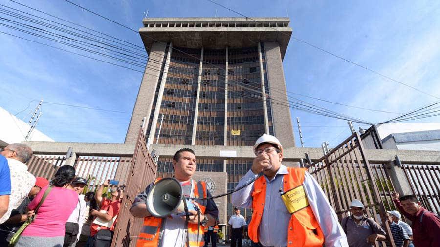 Más de 400 empleados públicos fueron evacuados tras temblor en San Salvador | Noticias de El Salvador - elsalvador.com