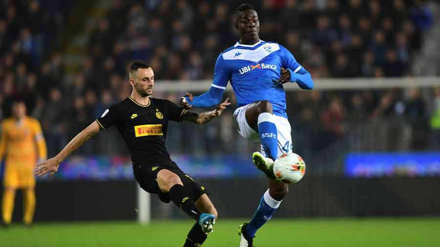 'Balotelli es negro, está trabajando para aclarase'; presidente del Brescia