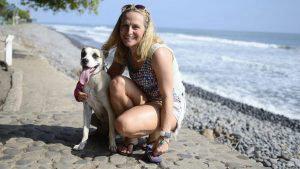 Las mascotas también son protagonistas en el Surf Latin Pro en El Tunco