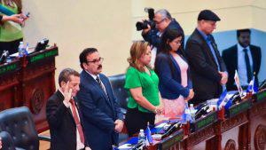 La Asamblea Legislativa se convirtió en un centro de oración por un día