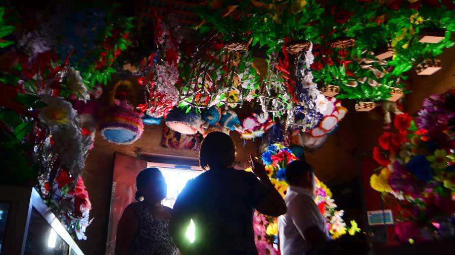 YH Flores enceradas en Quezaltepeque