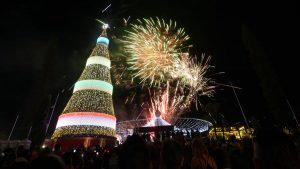 Árbol San Martín despierta el espíritu navideño de los capitalinos con música y fuegos artificiales
