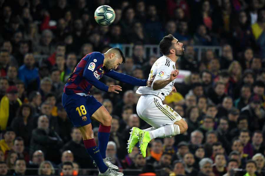 Barcelona's Spanish defender Jordi Alba (L) and Real Madrid's Spanish