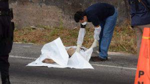 Cadáver de mujer encontrada en la autopista a Comalapa sin reconocer por autoridades