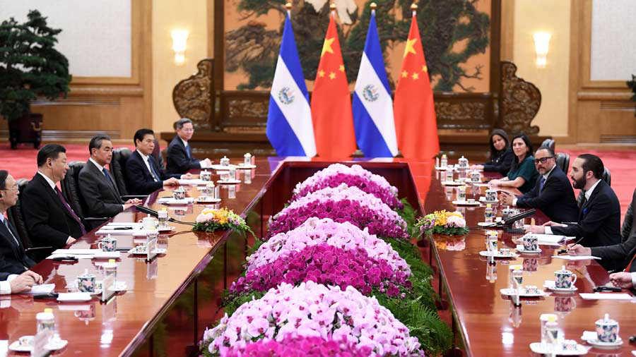 El Salvador's President Nayib Bukele (R) meets with China's President