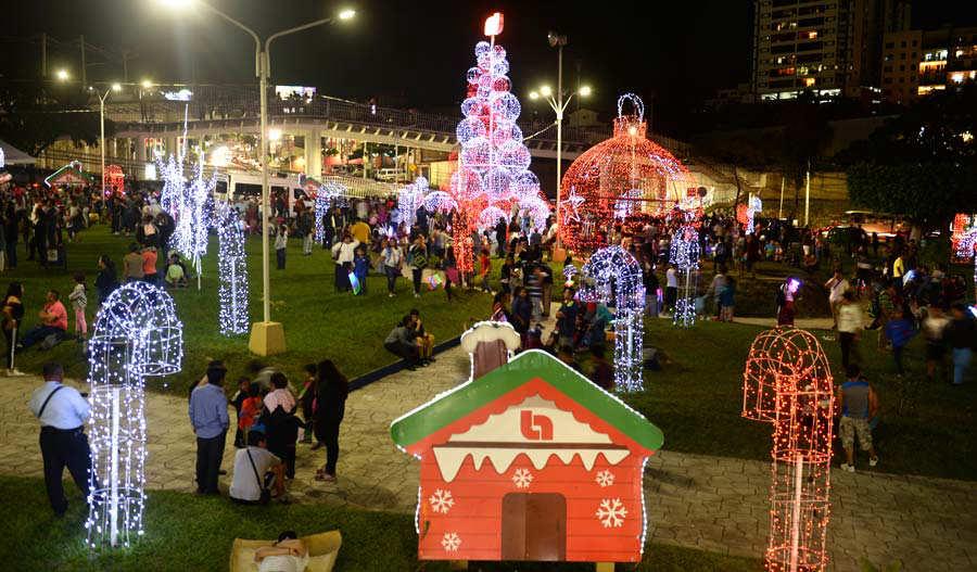 Inauguración de la  Luces Navideñas en Navidad Redondel Masferrer.