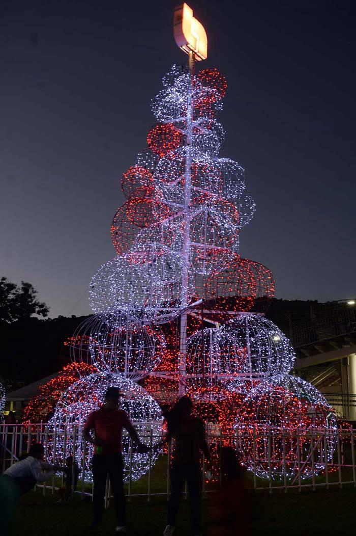InauguraciÛn de la  Luces NavideÒas en Navidad Redondel Masferrer.