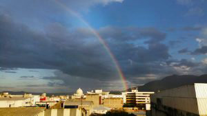 Así captaron los capitalinos el arcoíris tras sorpresiva lluvia en San Salvador