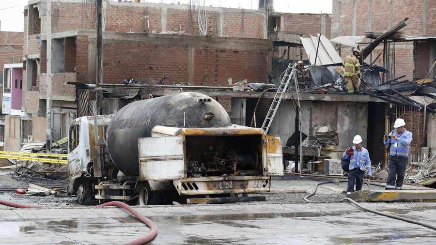 ExplosiÛn de camiÛn con gas deja al menos un muerto y 50 heridos en Lima