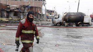 Imágenes fuertes: quemados, destrucción y muerte por explosión de camión cisterna en Perú